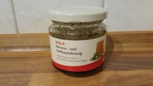 Von WALA gibt es einen speziellen Waldhonig, verfeinert mit Kräutern.