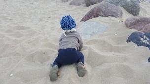 Der Strandsand ist hier besonders weich und fein. Das Landkind hat die riesengroße Strand-Sandkiste ausgiebig genutzt.
