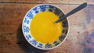 Kürbis-Suppe gehört für uns zum Herbst wie das bunte Laub. Es gibt sie mal ganz klassisch und auch mal ganz exotisch.. lecker!